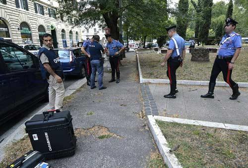 Roma, quattro carabinieri accoltellati in Piazza della Libertà. Foto