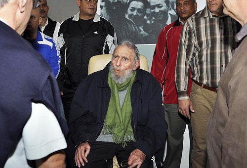 Fidel Castro di nuovo in pubblico. Le foto