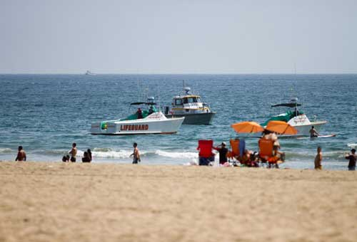 Los Angeles, fulmini in spiaggia a Santa Monica: un morto e 8 feriti. Le foto
