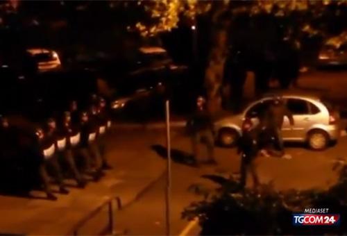 Roma, scontri a Tor Sapienza. I residenti insultano gli immigrati