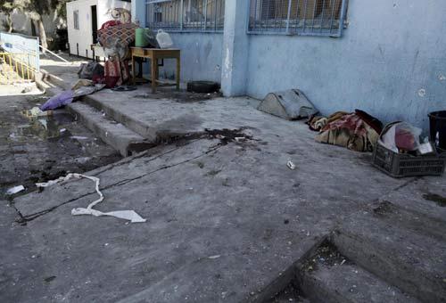 Israele bombarda una scuola dell'Onu: 17 morti. Le foto
