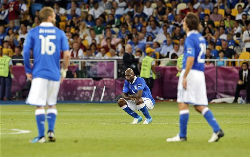 http://img.plug.it/sg/sportuni/upload/del/0030/delusione-azzurra.jpg