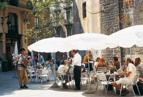 http://img.plug.it/sg/viaggi2008/upload/bar/0003/barcellona-barrio.jpg
