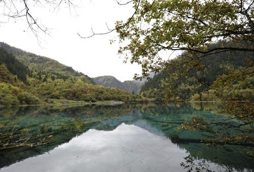 http://img.plug.it/sg/viaggi2008/upload/jiu/jiuzhaigou_valley_cina.jpg
