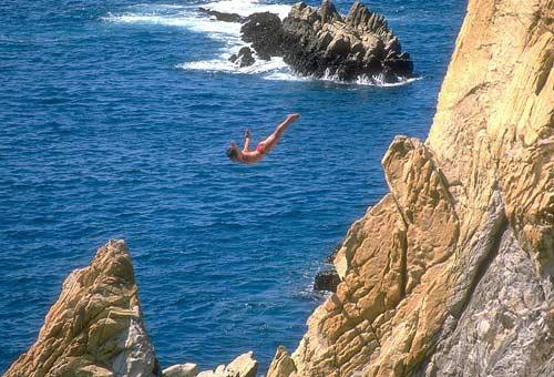 http://img.plug.it/sg/viaggi2008/upload/la_/la_quebrada_acapulco-wiki-jack-fiallos.jpg