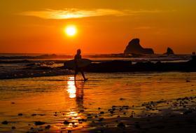 Circondato dal mare sole e mare tutto l anno acqua cristallina e onde