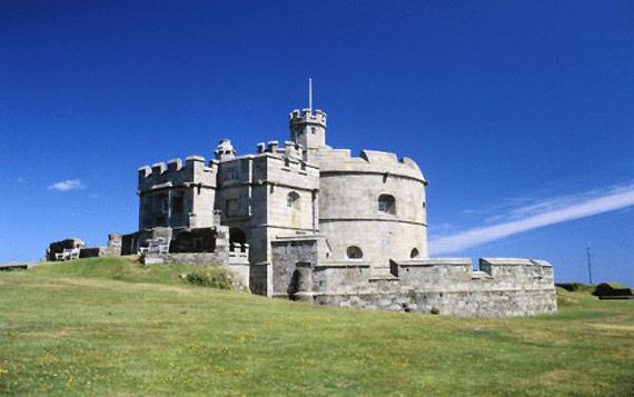 http://img.plug.it/sg/viaggi2008/upload/pen/pendennis-castle-cornovaglia.jpg