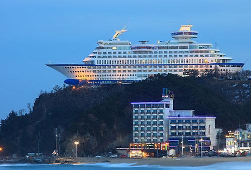 http://img.plug.it/sg/viaggi2008/upload/sun/sun-cruise-hotel.jpg