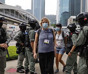 Coronavirus Hong Kong polizia vieta veglia per Tienanmen