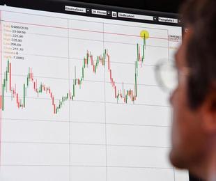 Positiva Borsa Milano 2 spread cala sotto 230 punti base.
