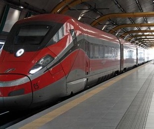 Treni assalto boom biglietti venduti per partire lunedì 4 maggio. 'Tre milioni italiani viaggio esodo verso sud'