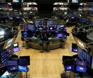 Borse piegate tensioni Usa Cina Piazza Affari chiude 3 7%. Wall Street recupera sul finale