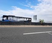 Autobus in fiamme su Nola - Villa Literno, fumo nero e disagi