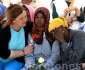 Migranti, resteranno vicine ai loro bimbi sepolti a Crotone, 11 madri sopravvissute al naufragio