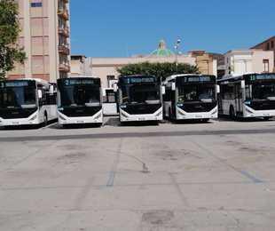 Marsala parata Piazza del Popolo nuovi undici autobus euro 6