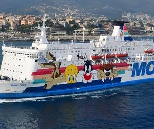 Arriva a Pozzallo la nave che accoglierà i migranti