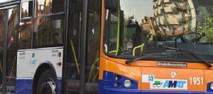 Pugno in faccia all'autista del bus