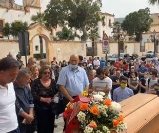 Cinisi funerale Giuseppe che lascia moglie 7 figli mare ancora 2 uomini