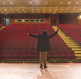 Della morte del teatro altre follie