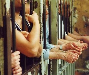 Caos nel carcere di Barcellona Pozzo di Gotto: detenuto ferito con una lametta