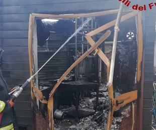 Siracusa, distrutto dalle fiamme il chiosco al Monumento dei Caduti