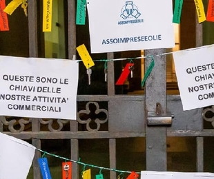 Imprenditori delle Eolie al collasso: consegnano 240 chiavi ai sindaci