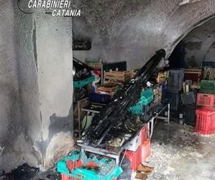 Incendia negozio frutta e verdura Catania dopo lite con soci