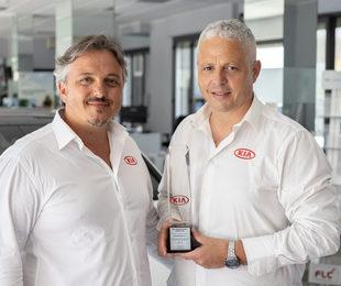 Automondo Trapani riceve premio top 30 rivenditori kia livello globale nel 2019'