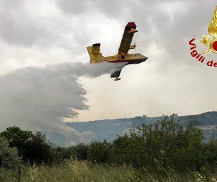 Incendio a Spadafora: l'intervento dei Vigili del Fuoco per domare le fiamme