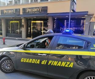 Sequestrata sala giochi a Palermo, arrestati due coniugi per peculato