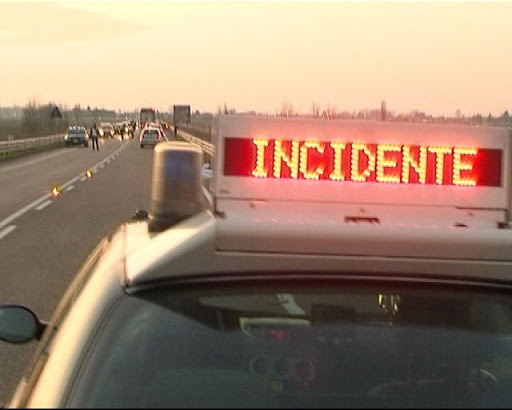 Camion si ribalta sulla A19 autostrada chiusa