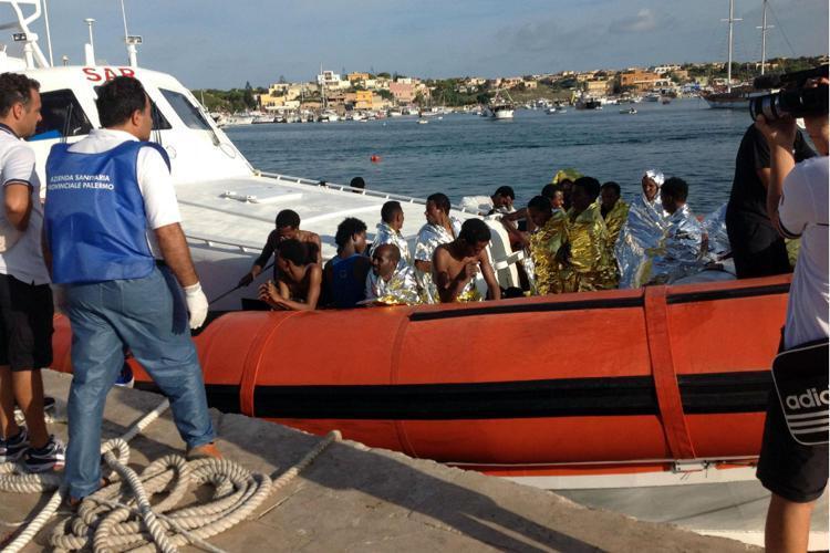 A Lampedusa invasione migranti pronto a denunciare Lamorgese
